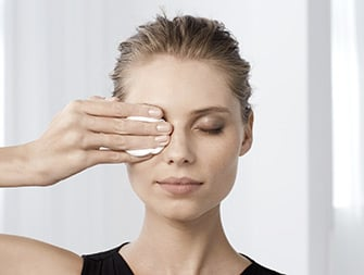 How to remove eye make-up