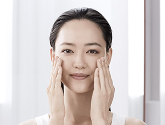 How to apply face oil